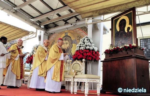 Polscy Biskupi oddali naród Maryi