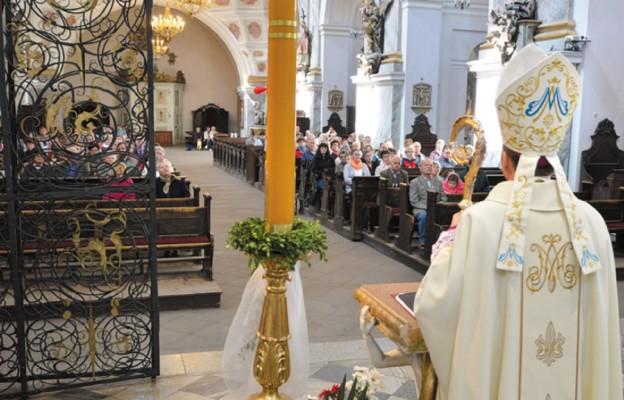 Nowenna przed 50. rocznicą koronacji figury Matki Bożej w Bardzie