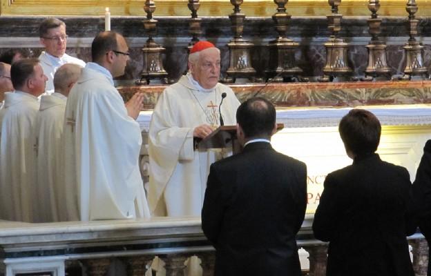 Msza św. przy grobie św. Jana Pawła II z udziałem premier Beaty Szydło i delegacji rządowej, celebrowanej przez kard. Zenona Grocholewskiego w 35. rocznicę zamachu na pl. Świętego Piotra
