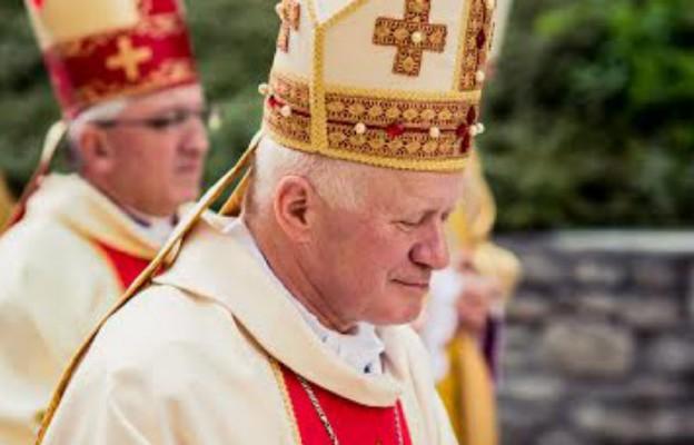 Abp Szal: fałszywa jest pobożność, która ogranicza się tylko do aktów modlitewnych