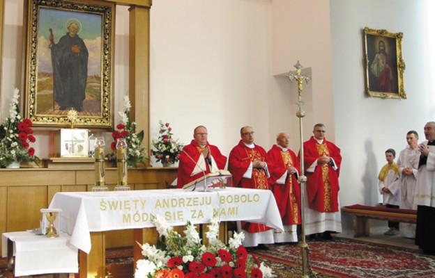 Jubilaci, od lewej: ks. Wojciech Drobiec, ks. kan. Adam Zyzik, ks. prał. Eugeniusz Wieczorek, ks. kan. Piotr Mizera