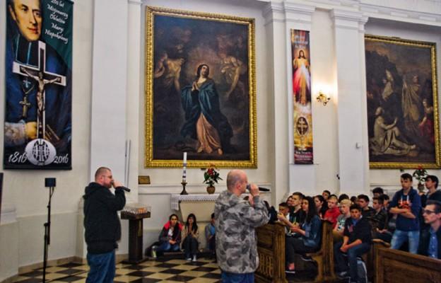 Gimnazjaliści dziękowali na Świętym Krzyżu