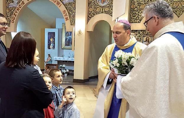 Podczas uroczystej Eucharystii z okazji jubileuszu 20-lecia sanktuarium w Jaroszowcu