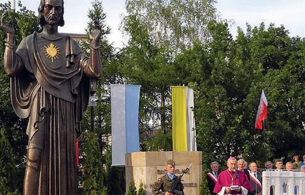 Podczas poświęcenia figury Serca Jezusowego – Poznań, 3 czerwca 2016 r.