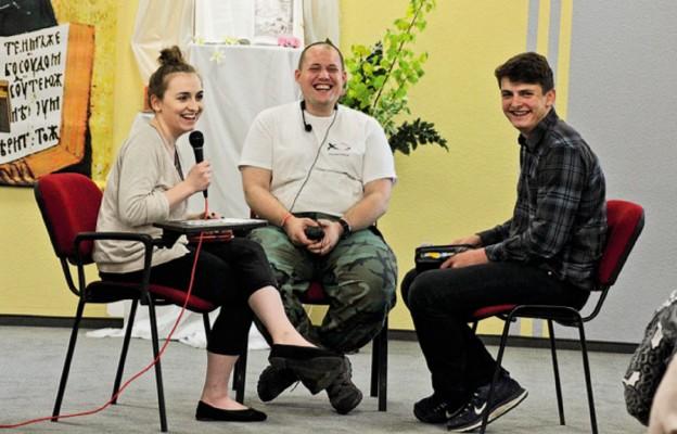 Podczas warsztatów ewangelizacyjnych w Stryszawie, przygotowując się do posługi w czasie ŚDM, młodzi uczyli się dzielić wiarą.