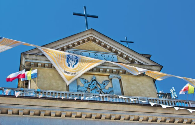 Fronton kościoła Matki Boskiej Zwycięskiej