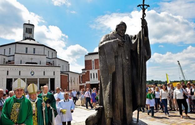 – To wierni mieli pomysł, aby na placu przed sanktuarium stanął pomnik Jana Pawła II – mówił kard. Stanisław Dziwisz