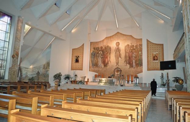 Wnętrze kościoła św. Brata Alberta w Busku-Zdroju