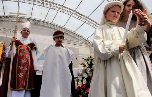 Na zakończenie historycznego korowodu odbyła się rekonstrukcja chrztu św. Mieszka I i Dubrawki