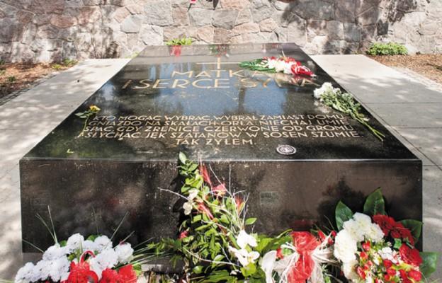 Mauzoleum na cmentarzu Na Rossie