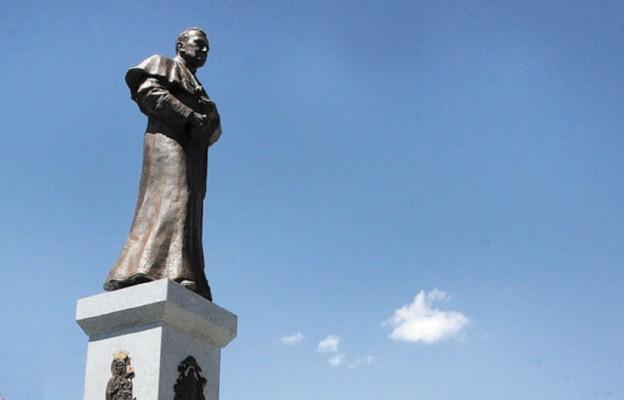 Pomnik Świętego Rodaka w Wilamowicach