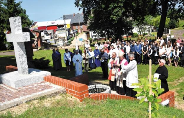 Poświęcenie Krzyża jubileuszowego
