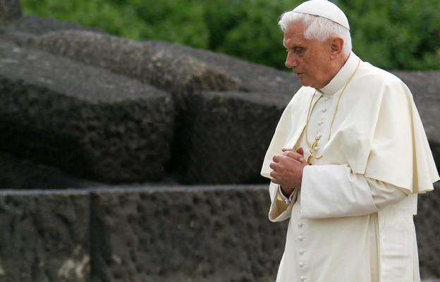 Seewald: w czasach studenckich Ratzinger był zakochany