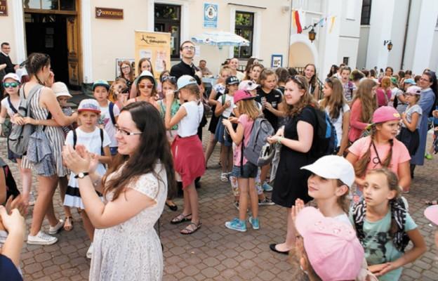Na odpust do Tuchowa przybywają kolejne pokolenia wiernych nie tylko z diecezji tarnowskiej