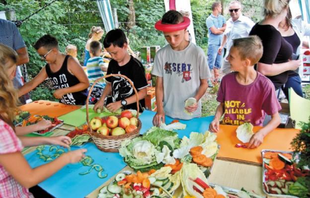 Konkurs dla dzieci polega na tworzeniu prac plastycznych z pokrojonych warzyw
