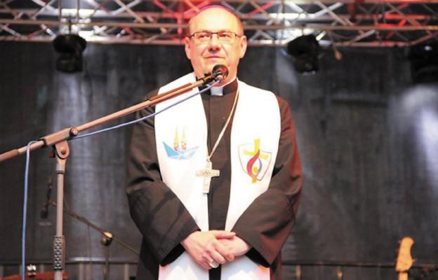 Bp Kiciński chętnie spotyka się z młodymi – ostatnią okazją była Noc Świętojańska, nie zabraknie go też na Dniach w Diecezji