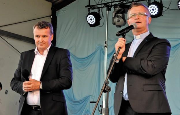 Otwarcia festynu rodzinnego dokonali ks. Marek Kuśmierczyk i wójt gminy Biłgoraj Wiesław Różyński