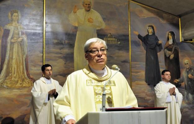 Ks. Jan Kabziński podczas Mszy św. w kościele Relikwii