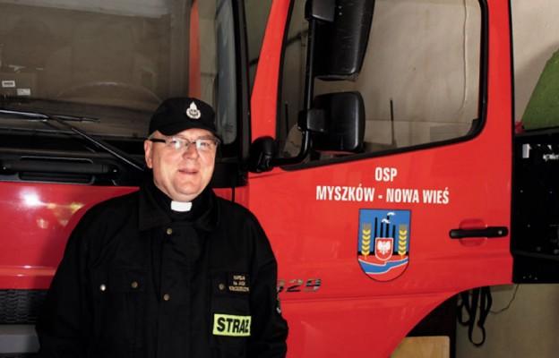 Parafia z proboszczem strażakiem