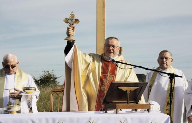 Nowa parafia, nowy krzyż, nowy kościół
