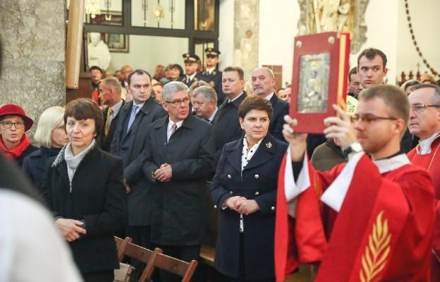 Msza św. w sanktuarium bł. Księdz Popiełuszki przy parafii św. Stanisława Kostki na Żoliborzu w Warszawie w 32. rocznice męczeńskiej śmierci ks. Jerzego