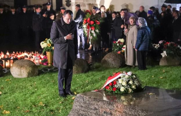 Przy grobie bł. Księdz Popiełuszki przy parafii św. Stanisława Kostki na Żoliborzu w Warszawie w 32. rocznice męczeńskiej patrona Solidarności