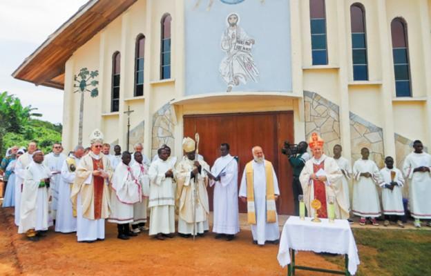 Kościół pw. Wniebowstąpienia Pańskiego zbudowany przez ks. Stanisławka w Bouam (Kamerun) na wzór sanktuarium maryjnego z Kibeho