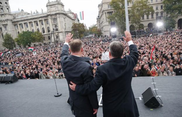 Prezydenci Polski i Węgier podczas obchodów 60. rocznicy węgierskiej rewolucji