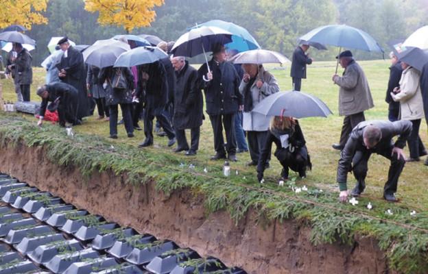 Pojednanie ponad grobami