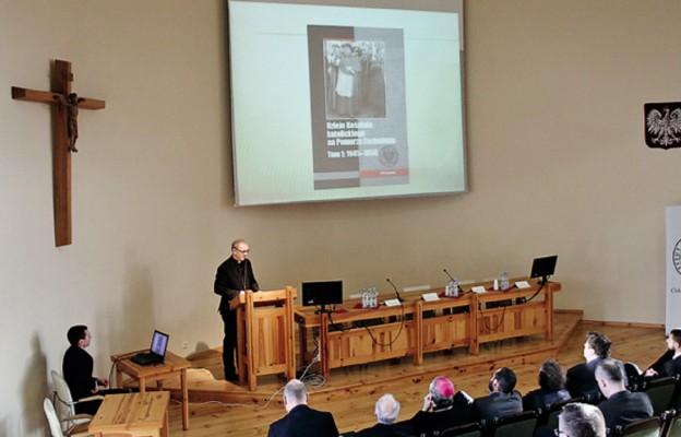 """Ks. dr hab. prof. US Grzegorz Wejman zaprezentował książkę pt. """"Dzieje Kościoła katolickiego na Pomorzu Zachodnim"""""""