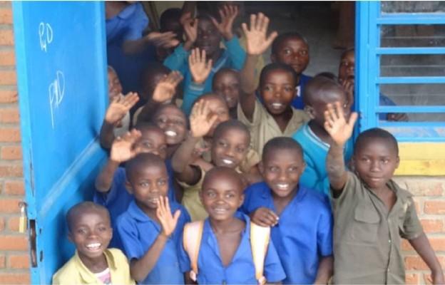 Uczniowie szkoły św. Franciszka w Remera