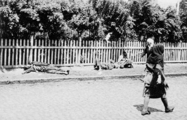 Zmarli z głodu na ulicy w Charkowie w 1932 r.