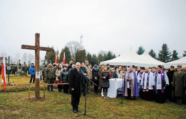Po 77 latach godny pogrzeb Polskich Żołnierzy w Mościskach