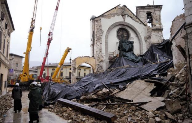 Nursja – stan po kataklizmie, z powodu którego zawaliła się bazylika św. Benedykta, pozostała tylko fasada