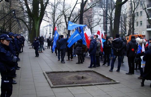 Protest przed Trybunałem