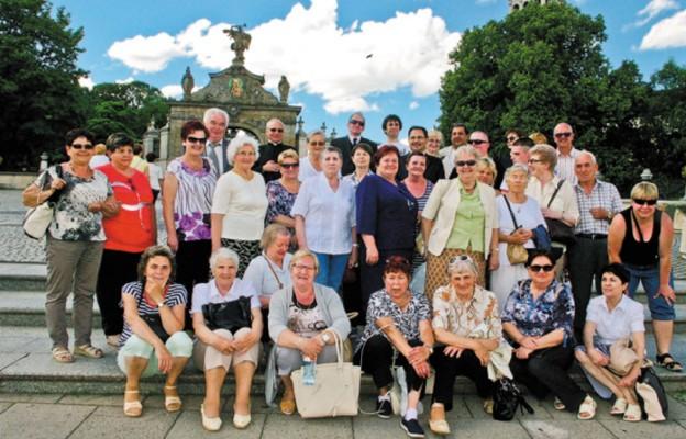 Marianna Strugińska-Felczyńska (w środku) z członkami Akcji Katolickiej na Jasnej Górze