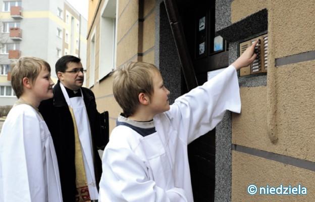 Diecezja radomska: mieszkańcy mniejszych miejscowości chętniej przyjmują księdza po kolędzie