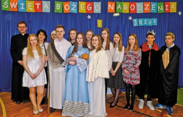 Jasełka przygotowali uczniowie i nauczyciele Zespołu Szkół Publicznych w Łasinie