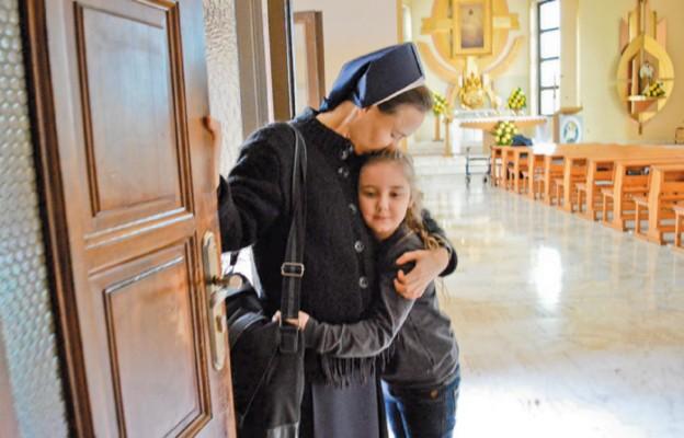 – Dzieci uczą mnie kochać za darmo – wyznaje s. Łucja