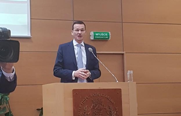Wicepremier Mateusz Morawiecki podczas konferencji w Wyższej Szkole Kultury Medialnej w Toruniu