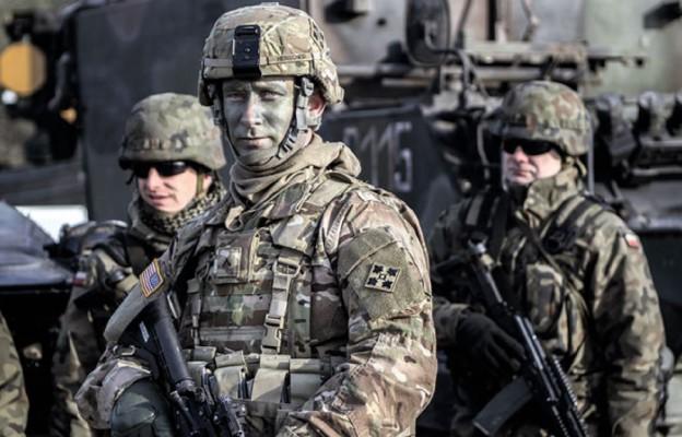 Amerykańscy i polscy żołnierze podczas poligonu w Żaganiu
