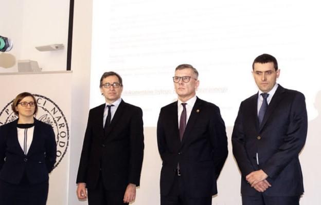 Od lewej: Marzena Kruk, dr Jarosław Szarek, dr hab. Sławomir Cenckiewicz, dr Witold Bagieński