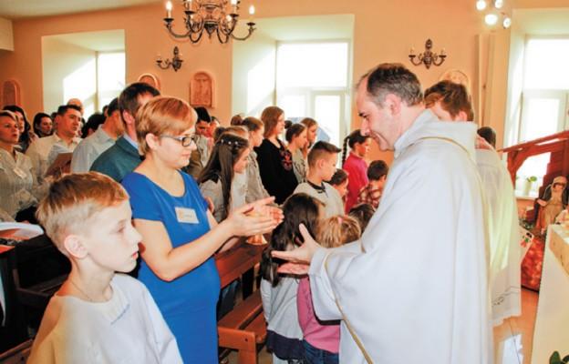 Procesja z darami podczas Mszy św.