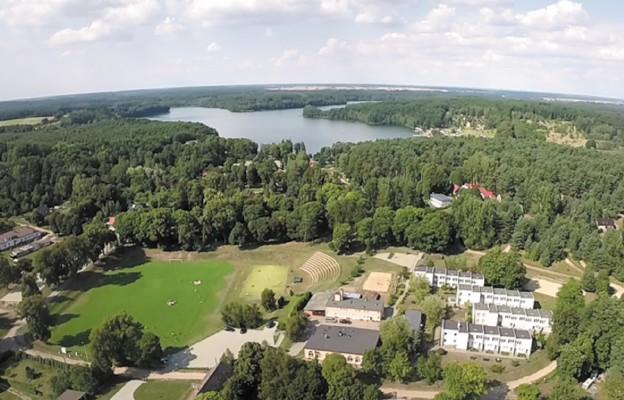Ośrodek Kolonijny Sportowo-Wychowawczy w Długiem k. Strzelec Krajeńskich z lotu ptaka