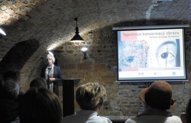 O kulisach renowacji obrazu opowiadała konserwator Teresa Chołubek-Spyt