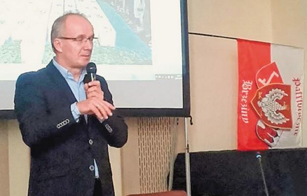 Prof. Krzysztof Szwagrzyk podczas wykładu w Brzezinach