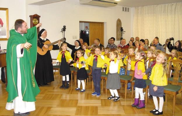 Spotkanie rozpoczęto Mszą św., której przewodniczył zaproszony specjalnie ks. Piotr Klekociński
