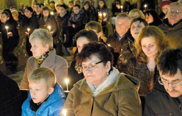 Gest solidarności z ofiarami wojen