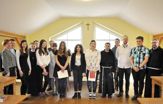 Uczestnicy olimpiady o św. Maksymilianie