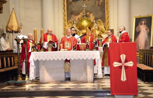 Do relikwii Krzyża Świętego w intencji trzeźwości